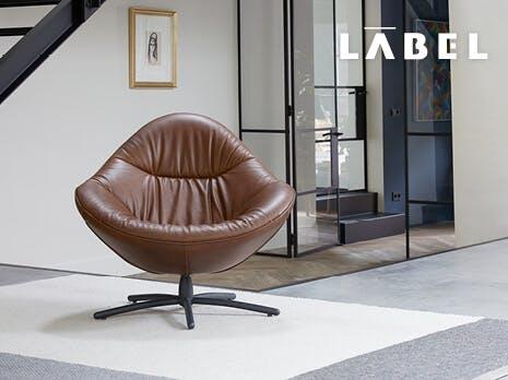 Label 50% voordeel poef bij fauteuil